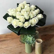 20 White Roses Delivery to UK