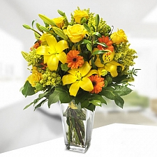 Cheery Lily Bouquet delivery to Sweden