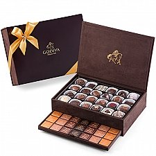 Godiva Royal Gift Box Large, 94 pcs delivery to Italy
