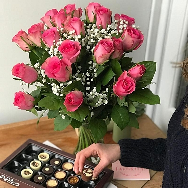 20 Pink Roses With Gyp Delivery UK