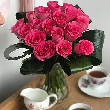 20 Pink Roses Delivery to UK