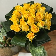 20 Yellow Roses Delivery to UK