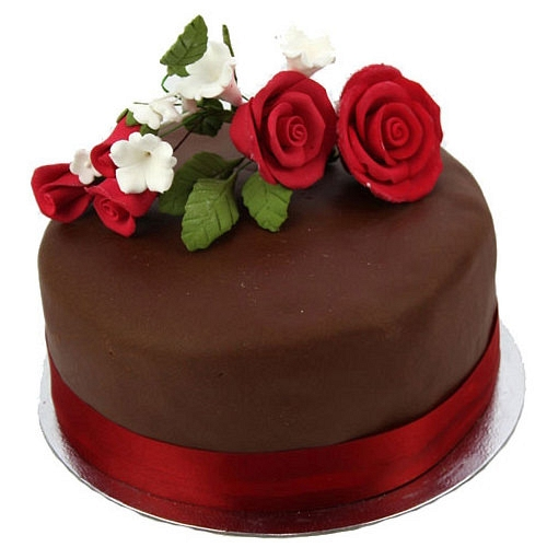 Chocolate Cake With Chocolate Roses