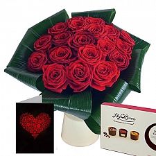 20 Red Roses Gift Set Delivery to UK