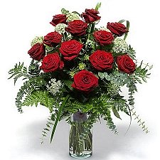 12 Classic Red Roses delivery to Italy